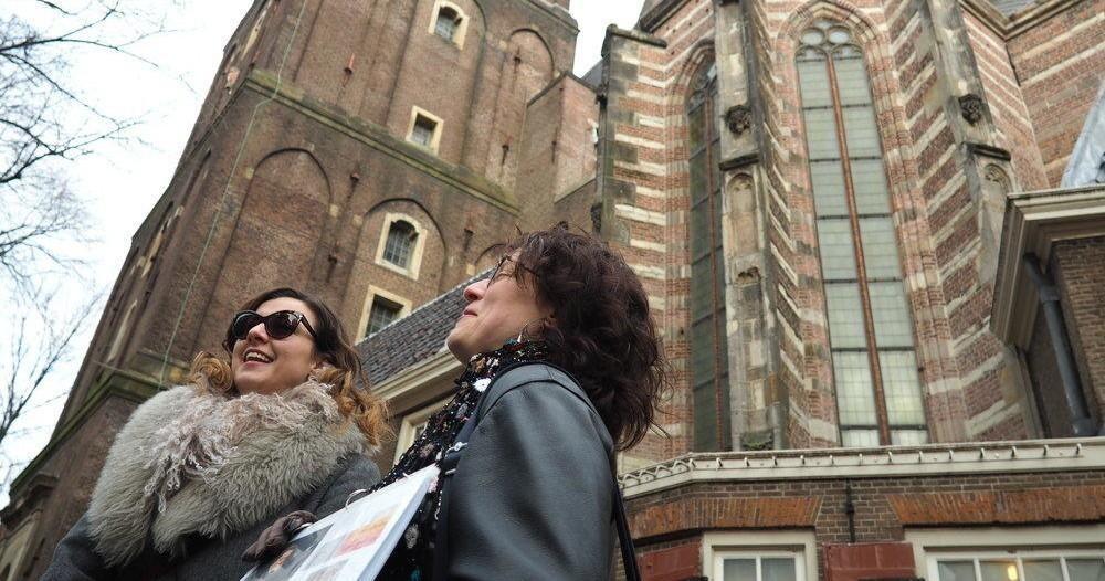 Tour group outside Oudekerk