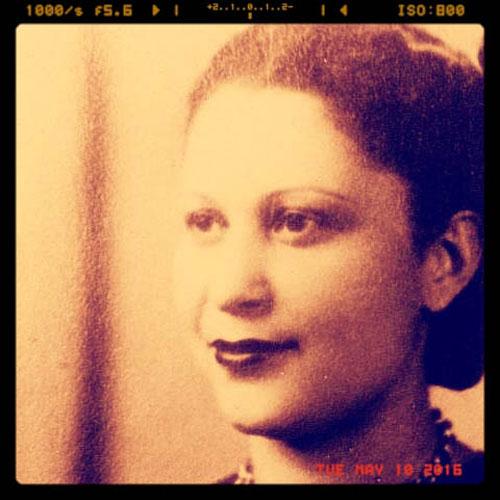 Sepia-toned photo of Julia de Burgos